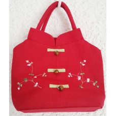 Red Chinese handbag with floral pattern, 23 x 15 x 6cm